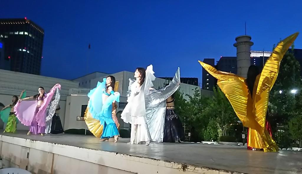 三越「ビアガーデン日本橋」でのベリーダンスショー